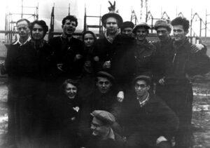 Начало 1950-х, с однокурсниками. Вадим Межуев - в верхнем ряду, крайний справа